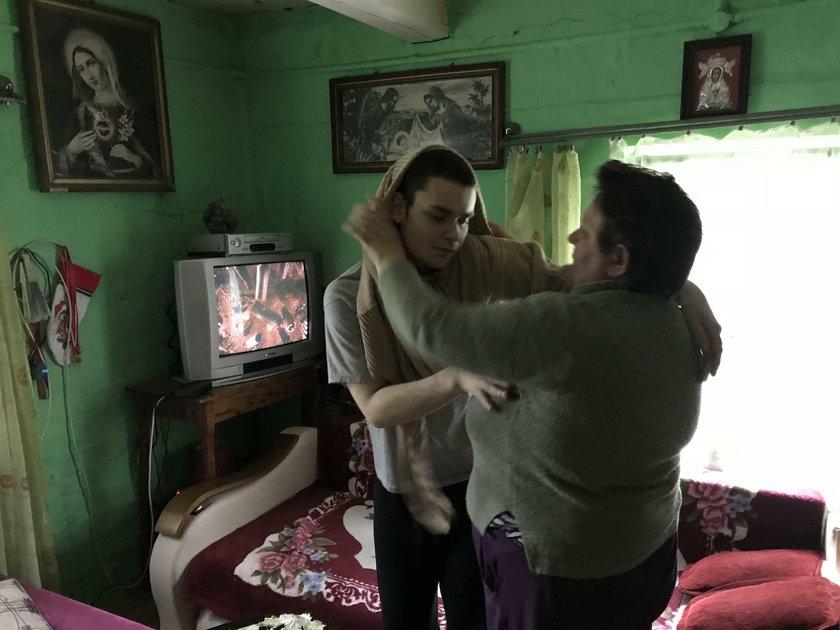 Matka z chorym synem żyją w trudnych warunkach