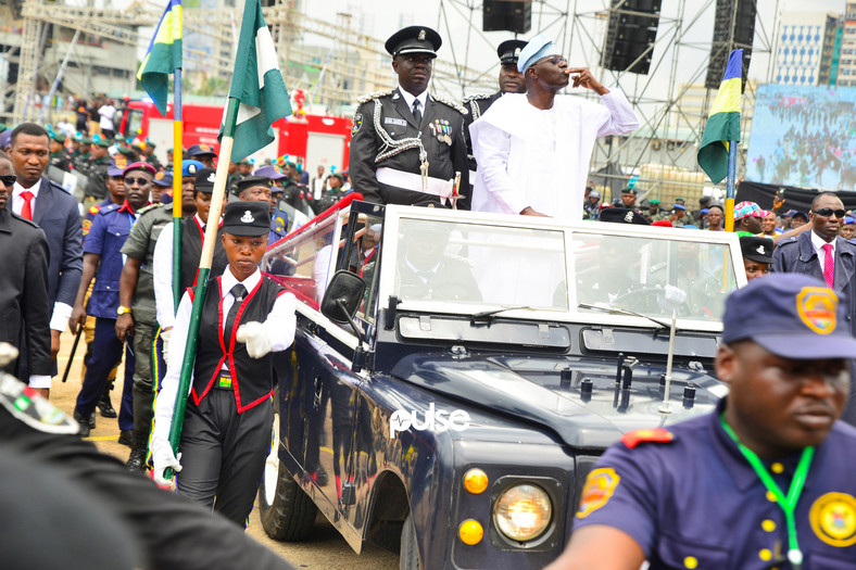 Sanwo-Olu blows a kiss to the crowd on his Inauguration Day (Pulse)