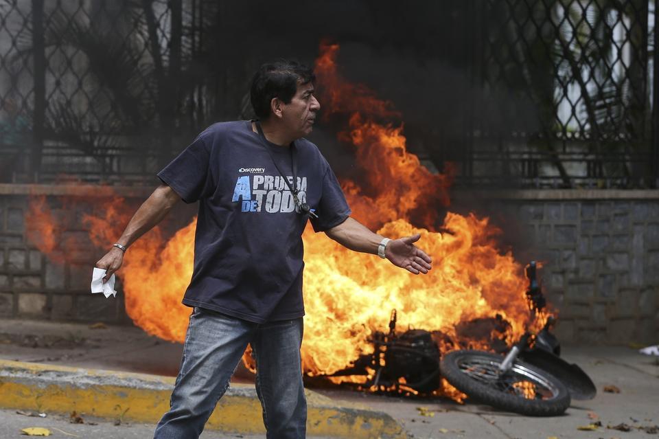 Nicolas Maduro wysłał oddziały policji i swoich popleczników w te same miejsca, gdzie zbierali się protestujący, następnie pojawiło się tam wojsko. Ale nawet armia nie była w stanie powstrzymać protestów.
