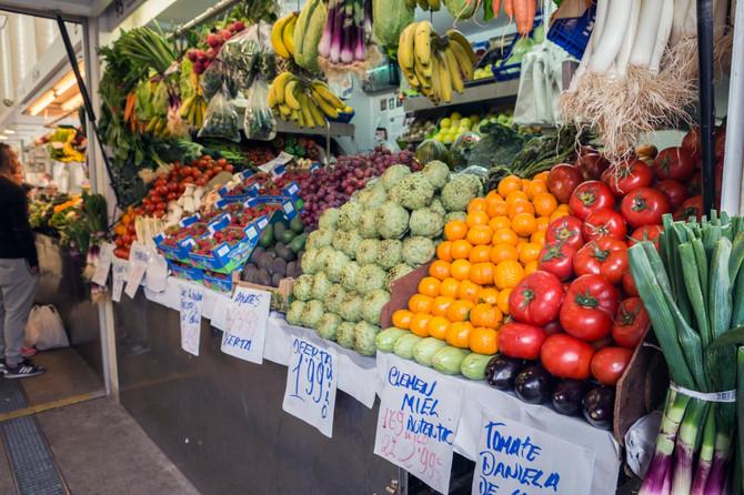 Mediteranska obiluje svežim, sezonskim povrćem i voćem