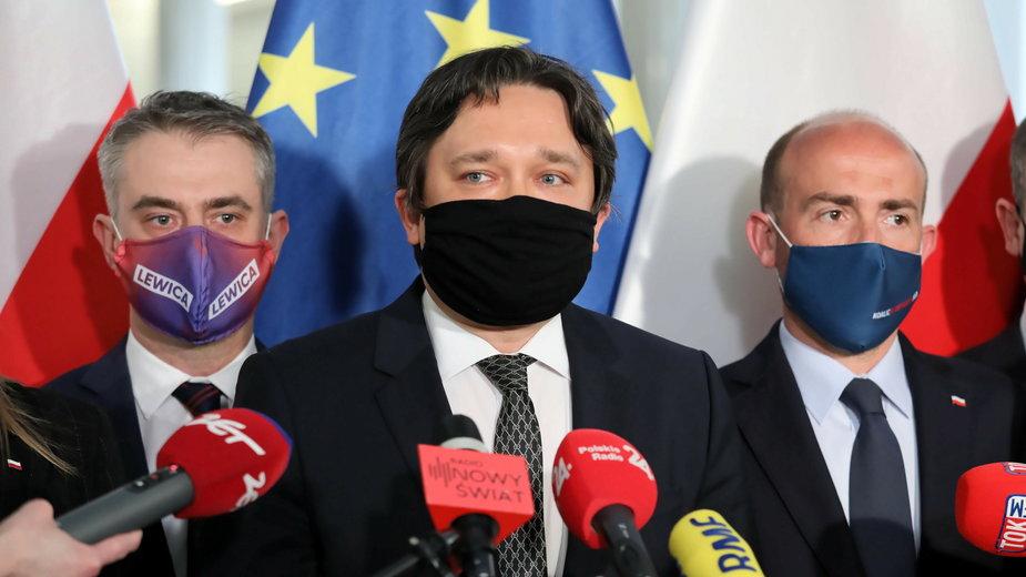 Dr hab. Marcin Wiącek (w środku) - kandydat opozycji na Rzecznika Praw Obywatelskich