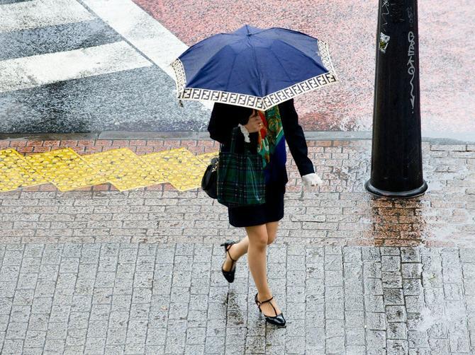 Savršen trik koji UVEK RADI: Za samo par minuta svaka vaša cipela postaće OTPORNA NA KIŠU I SNEG
