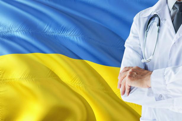 Tylko dziewięciu specjalistów zza wschodniej granicy dostało w pierwszej połowie roku zezwolenie na pracę w Polsce. Szpitale chcą ich zatrudniać, ale przeszkodą są ciągnące się nawet dwa lata formalności.