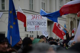 'PiS pokazało, jak bardzo się wstydzi tego, co robi.' Manifestacja przed Pałacem Prezydenckim