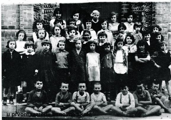 Đak: Žuža u osnovnoj školi u dvorištu Sinagoge u Subotici