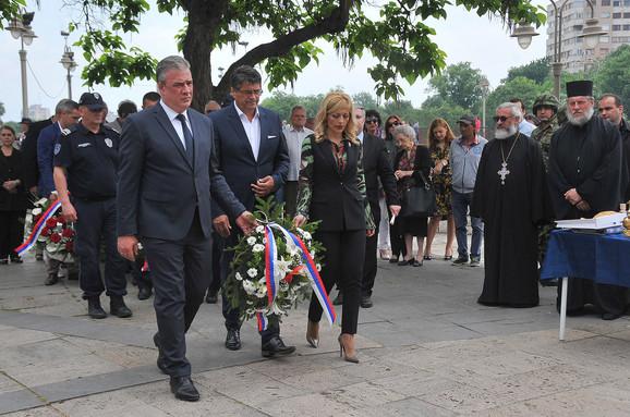 Delegacija grada Niša sa vencem