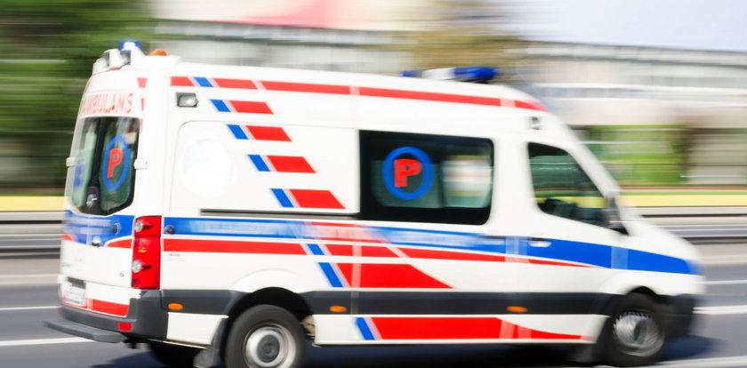 """Seniorka z objawami koronawirusa wezwała karetkę. Miała usłyszeć od lekarza, że """"chyba się jej nudzi"""""""
