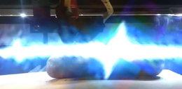 Polski wynalazek: laser do nacinania kiełbasy na grilla