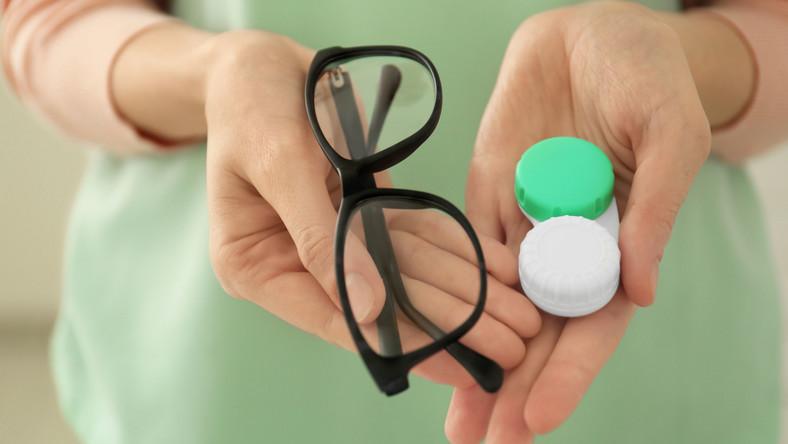 Okulary i pudełko na soczewki