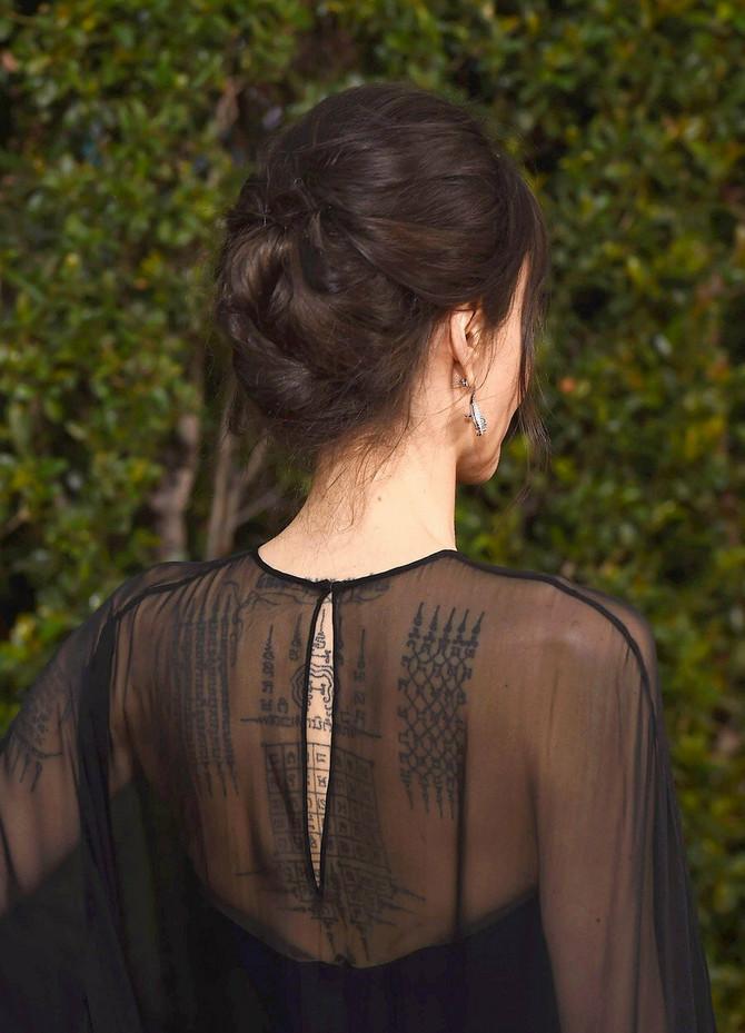 Pogled na njena leđa