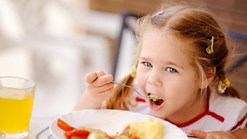 """Kampania społeczna """"Małe Ogródki"""" ruszyła w Tychach na początku tego roku - ma zachęcać dzieci do zdrowego jedzenia"""