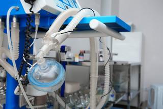 'A może się przyda'. Wojewodowie rozliczą szpitale ze sprzętu do walki z COVID-19