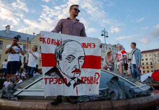 Białorusini protestują na niespotykaną skalę, a Centralna Komisja Wyborcza ogłasza, że nie ma podstaw do uznania wyborów za nieważne