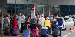Mgła uwięziła pasażerów na lotnisku