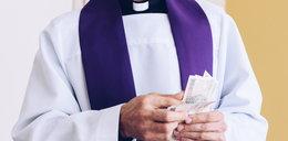 """Chciał dokonać apostazji. Proboszcz zażądał pieniędzy, bo """"auto przecież na wodę nie jeździ"""""""