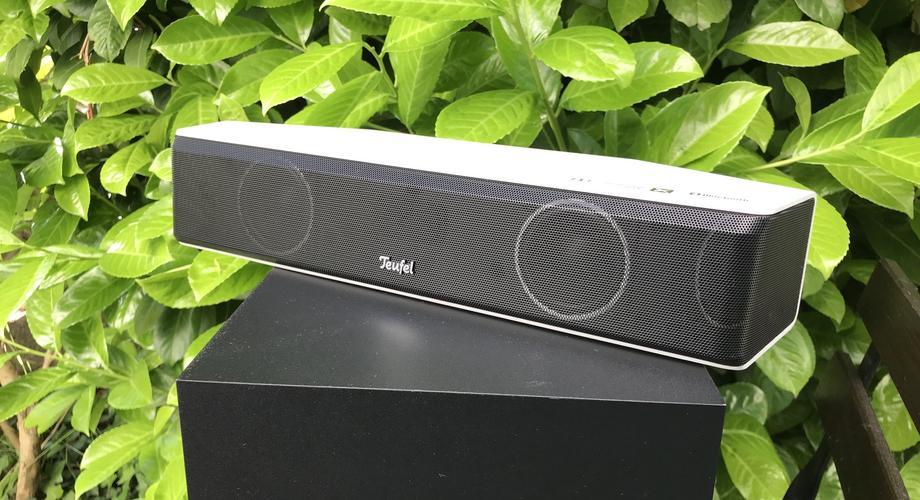 Die Teufel Cinebar One ist mit ihren 35 cm im Vergleich zu anderen Soundbars geradezu winzig.