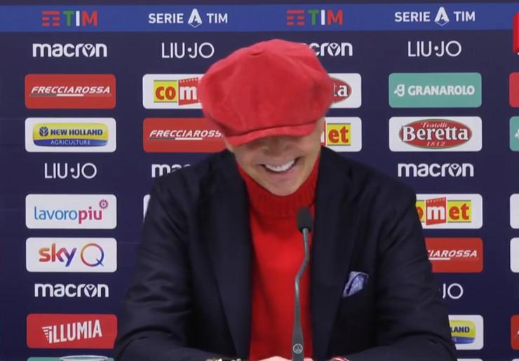 Siniša Mihajlović se osmehuje