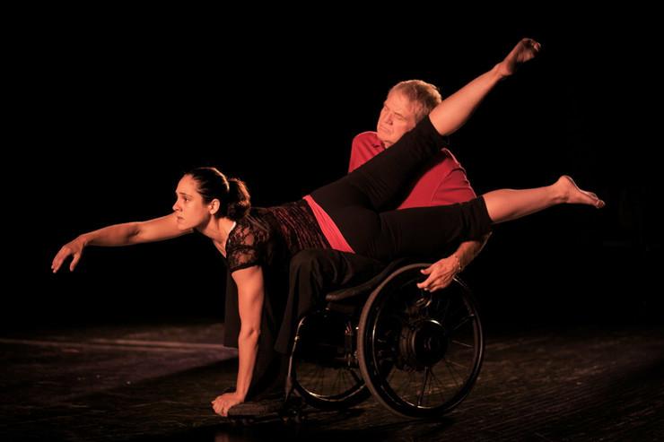 409578_potpurio-karen-peterosn-and-dancers