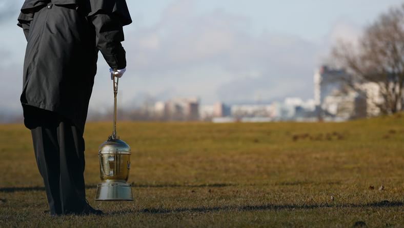 Czy rozsypywanie prochów jest legalne? Nie, ale rząd chce zmian