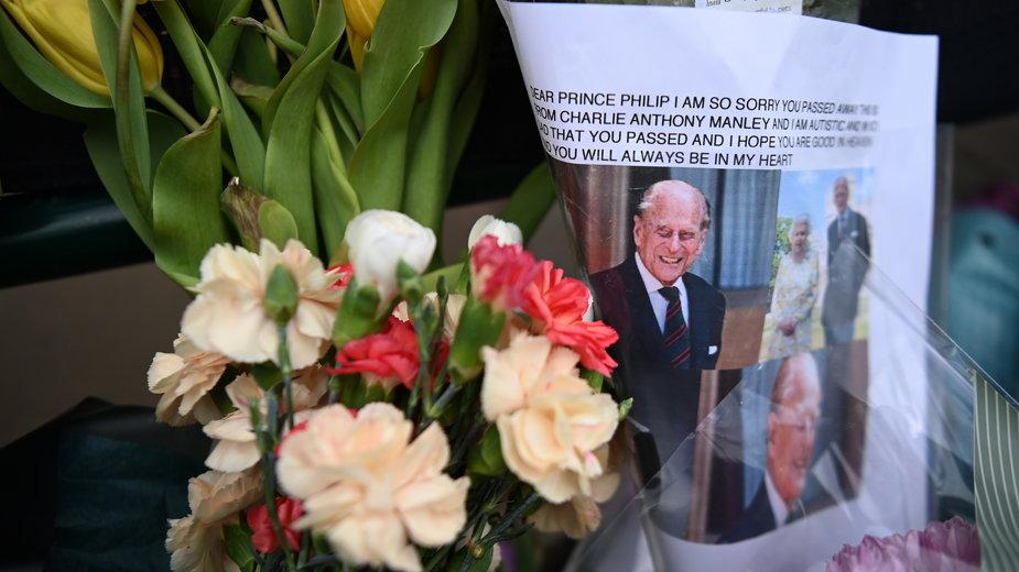 """Książę Filip nie żyje. Syn: """"straciliśmy niemalże dziadka narodu"""""""