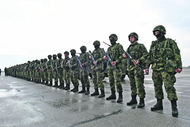 Slikovni rezultat za Srbija: Više od 40 medija objavilo lažnu vijest o uvođenju služenja vojnog roka