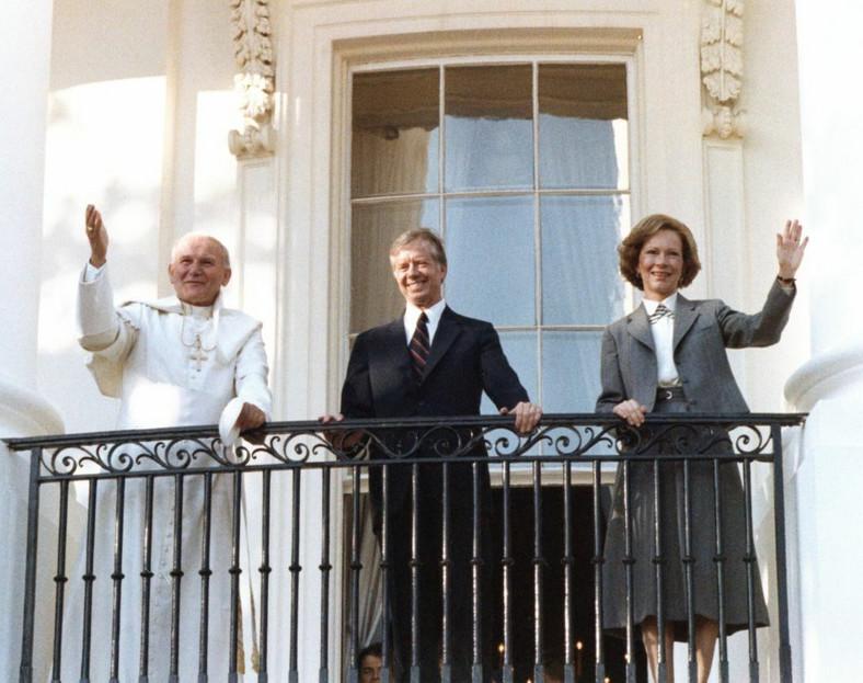 06.10.1919. Waszyngton. Jan Paweł II i prezydent USA Jimmy Carter z żoną Rosalynn Carter. fot. zuma/Newspix.pl