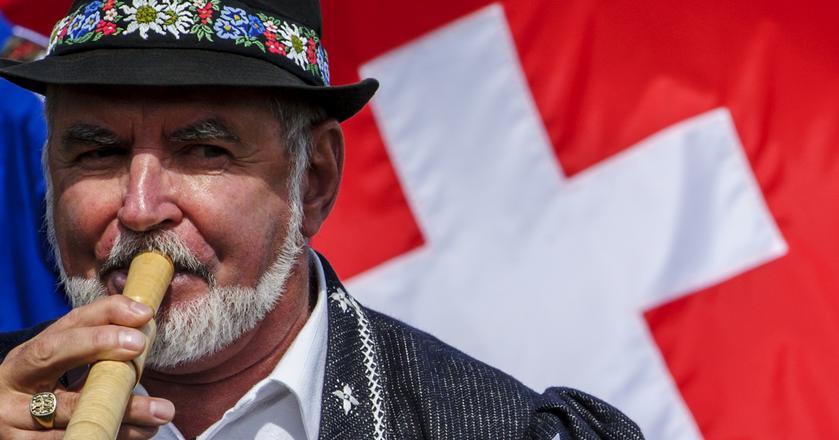 Ustrój Szwajcarii nazywany jest demokracją w czystej postaci. Obywatele decydują o wielu sprawach sami, głosując w referendach