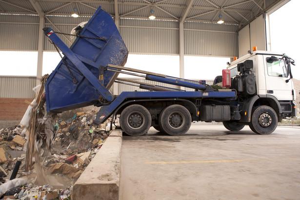 Twierdzi, że należy przywrócić przepisy, które wymagały tzw. kaucji gwarancyjnej dla firm zajmujących się zawodowo utylizacją odpadów chemicznych.