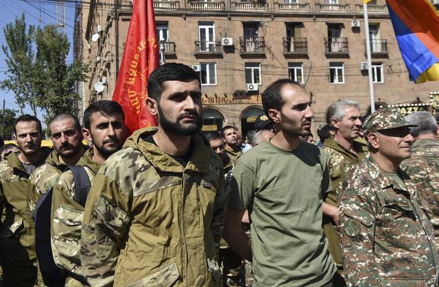 Dobrovoljci Jermenijske revolucionarne federacije okupili su se u Jerevanu nakon proglašenja ratnog stanja