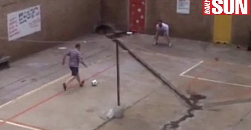 Pistorius gra w piłkę