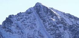 Dramat w Tatrach. Turysta spadł kilkaset metrów ze szczytu, a potem... wstał i chciał iść
