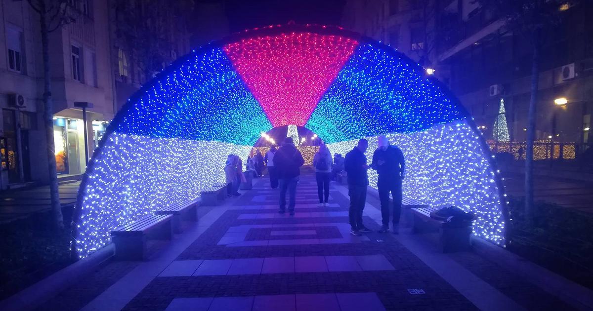 Beograd nam izgleda kao kineska radnja pred Novu godinu i to nije najstrašnije 1,4 K Podeljeno 1,4 K