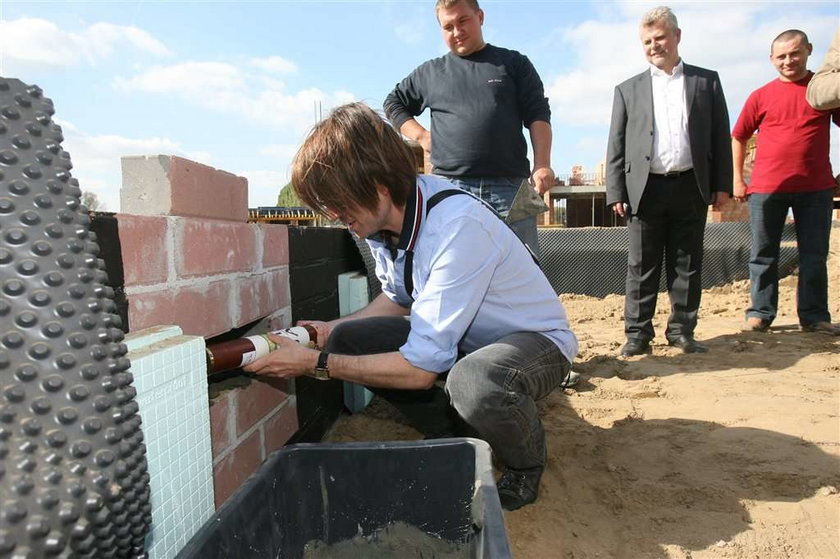Rubik wmurował kamień węgielny pod swój dom
