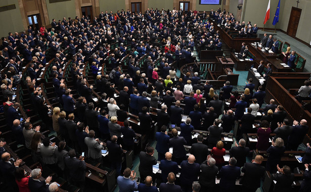 Przedłożoną przez rząd ustawę o zmianie niektórych ustaw w celu przeciwdziałania wykorzystywaniu sektora finansowego do wyłudzeń skarbowych poparło w głosowaniu 367 posłów, 47 było przeciw, 23 się wstrzymało.