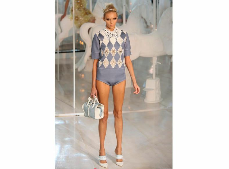 Anja Rubik na pokazie kolekcji Louis Vuitton