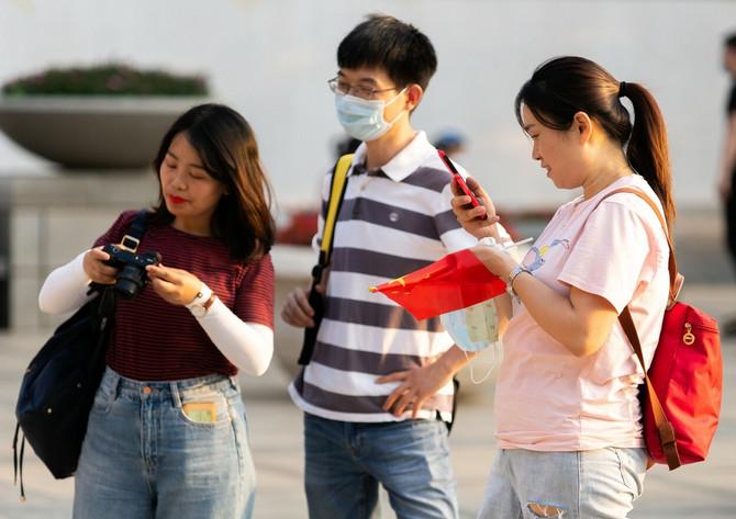 Neki ljudi u Pekingu nose maske, neki ne