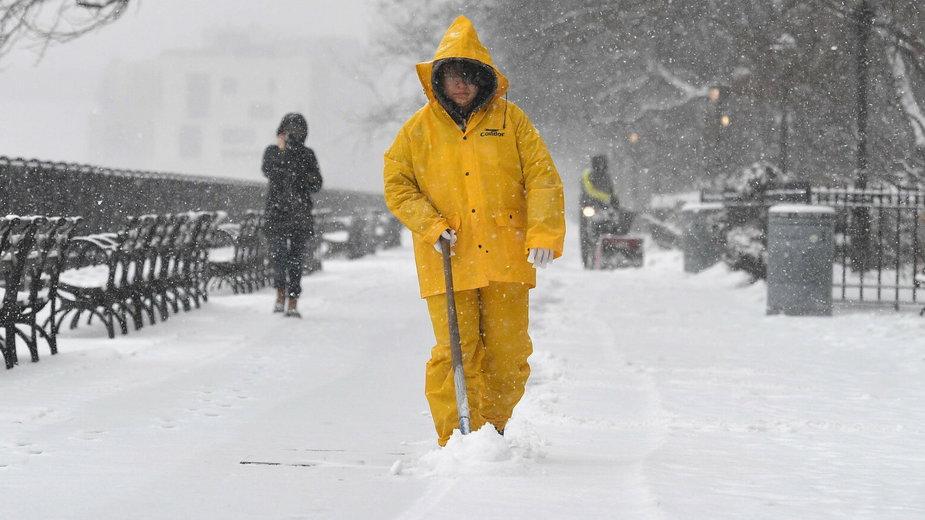 """Mieszkańcy Teksasu walczą z historycznymi mrozami. """"Niektórzy zbierali śnieg i topili go w garnkach"""""""