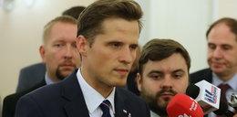 Przyłapali radnego PiS z Warszawy na FakeNewsie? Ależ kłótnia w sieci