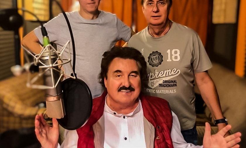 Krzysztof Krawczyk z przyjaciółmi ze studia nagraniowego