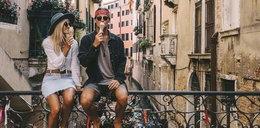 Para podróżuje dookoła świata i zarabia na tym fortunę