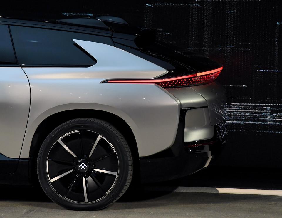 FF91 ma być samochodem uczącym się - zapamiętującym indywidualne preferencje kierowcy. Wyposażono go też w niektóre funkcje autonomicznej jazdy