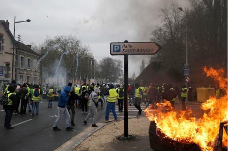 Pariz žuti prsluci AP