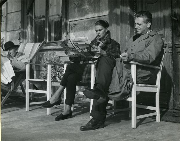 Julia Hartwig i Artur Międzyrzecki w Domu Literatów w Oborach, październik 1959 roku