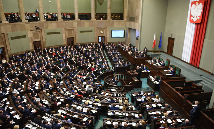 PiS uderzy opozycję po kieszeni. Projekt trafił do Sejmu
