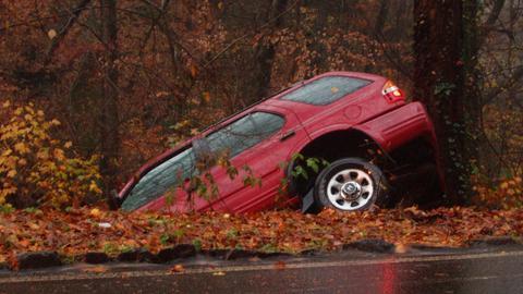 Dylemat wagonika - jak autonomiczny samochód ma wybrać mniejsze zło? Jakimi przesłankami ma się kierować?