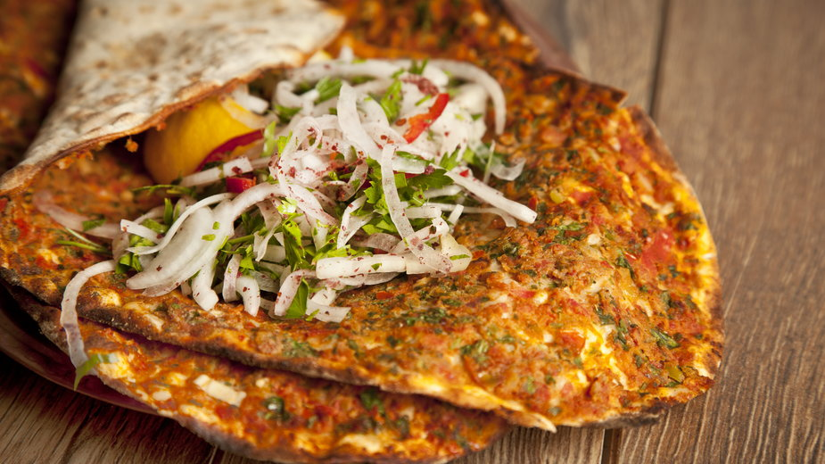 Pizza turecka - gorkemdemir/stock.adobe.com