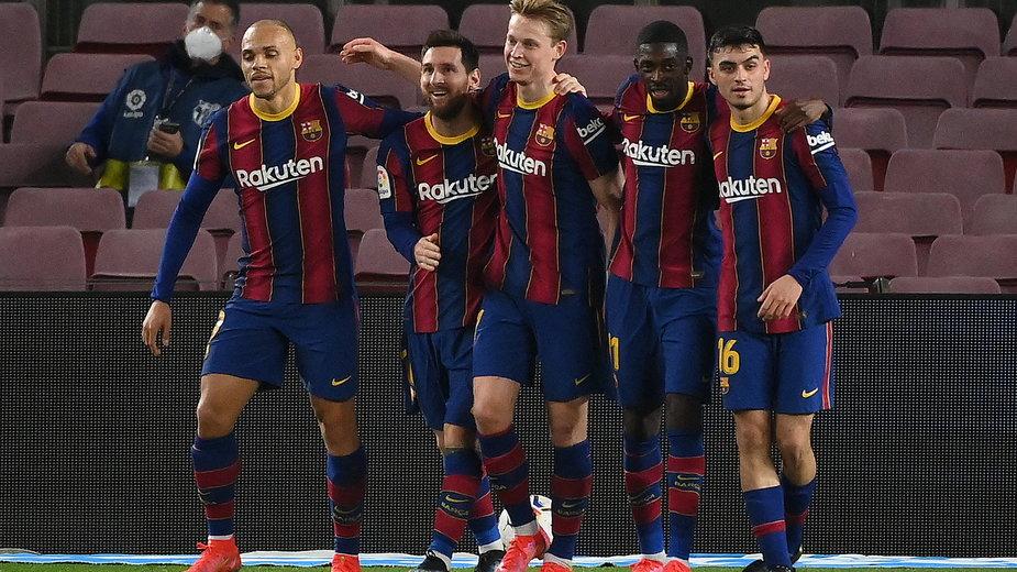 Radość zawodników FC Barcelona po zdobyciu gola w meczu z Elche