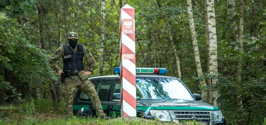 """To się działo teraz na granicy! Mińsk szykuje nową propagandową ofensywę? Kamery włączyli i Białorusini, i Polacy. Głównymi """"aktorami"""" oczywiście migranci"""