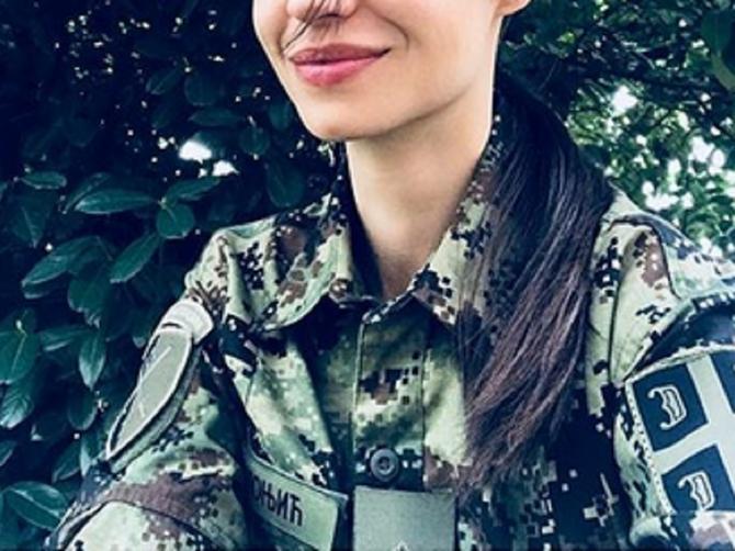 Ona je zvezda Vojne akademije i bivša devojka prelepog Hrvata: Sreli smo je u Beogradu i izgledala je KAO MODNA ZVEZDA