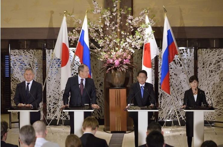 Ruska i japanska delegacija ap1
